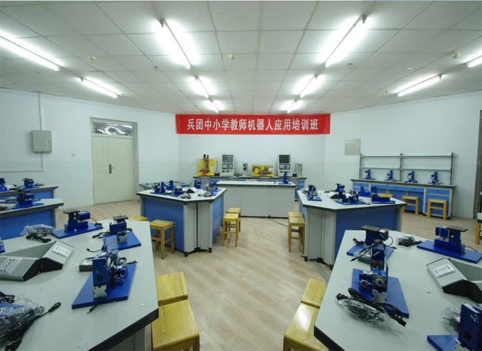 通用技术实践室.jpg